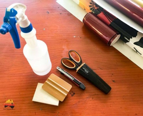 Tools for signwriting the caravan